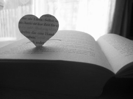 rsz_1heart_book_love_238399